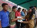 Karolin Serahkan Sertifikat PTSL Empat Desa di Landak