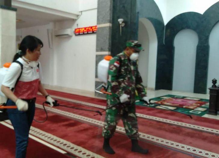 Photo of Putus Mata Rantai Penyebaran Covid-19, Semprot Disinfektan ke Rumah Ibadah dan Sekolah
