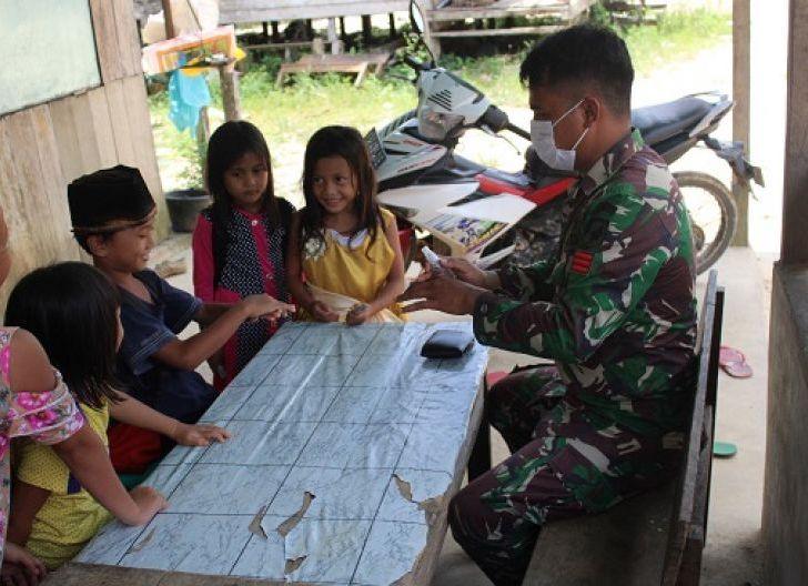 Photo of Satgas TMMD Ajari Anak -Anak Dusun Sekura Tentang Manfaat Menjaga Kebersihan