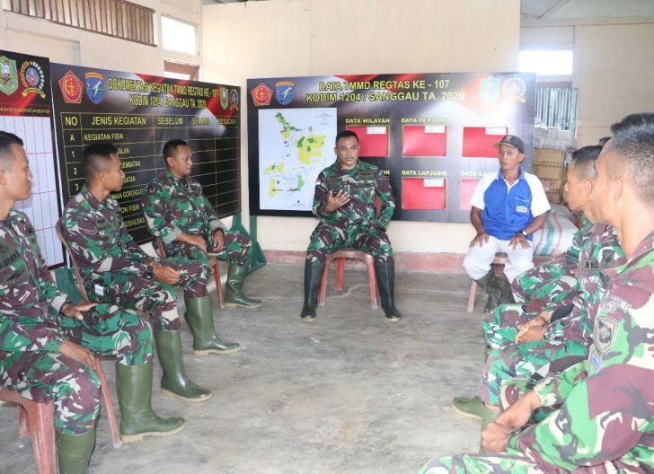 Photo of Dansatgas TMMD Regtas ke-107 Berikan Motivasi Anggota di Lokasi Kegiatan
