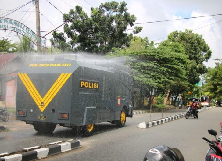 Photo of Polres Kapuas Hulu Semprot Disinfektan Massal