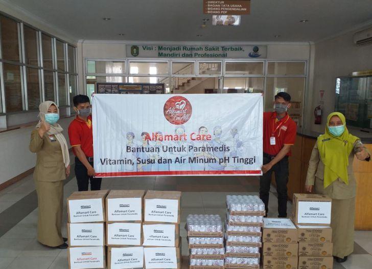 Photo of Bantu Tenaga Medis Tangani Covid-19, Alfamart Salurkan Vitamin dan Nutrisi
