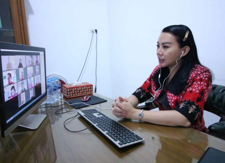 Photo of Rapat Online, Karolin Minta Camat Persiapkan Pelantikan Kades
