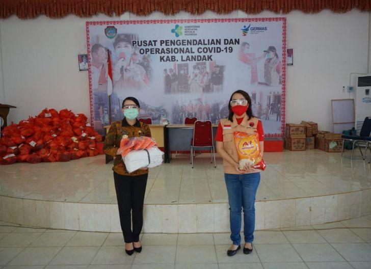 Photo of Bupati Landak Terima Bantuan dari Baguna PDIP Kalbar
