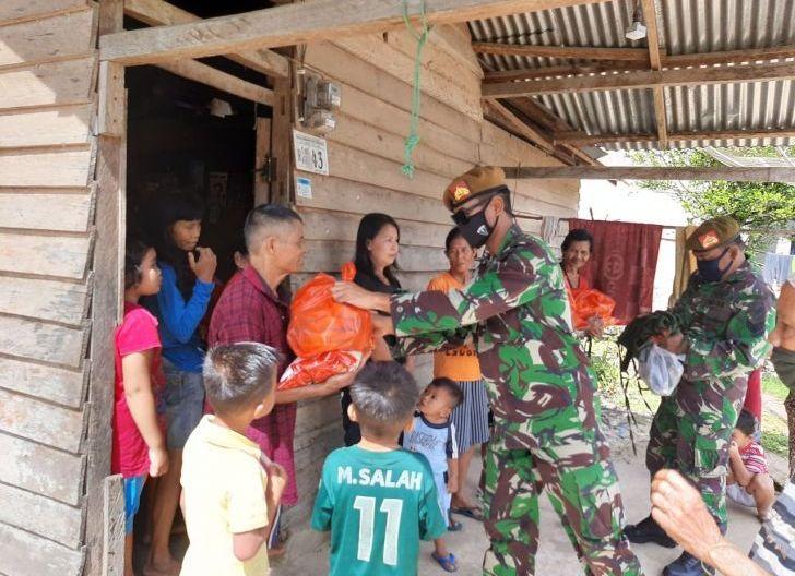 Photo of Yonarmed 16/KMP Bagikan Sembako