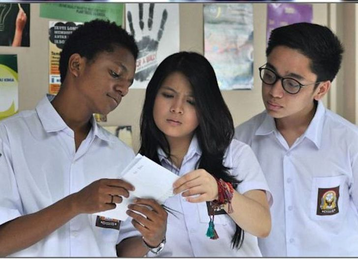 Photo of Anggota Dewan Sintang Ajak Tamatan SMA Terus Lanjutkan Pendidikan