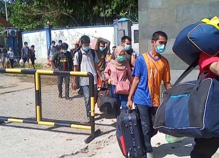 Photo of Lagi, 142 Pekerja Migran Indonesia Bermasalah di Deportasi Melalui PLBN Entikong