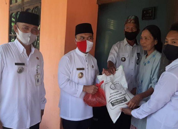 Photo of Sembako Gratis Pemkab Sambas Sasar 5 Kecamatan