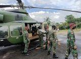 Photo of Distribusi Bantuan Beras ke Wilayah Sungkung, Kodim 1202/Skw, Manfaatkan Hellikopter Kodam XII/Tpr