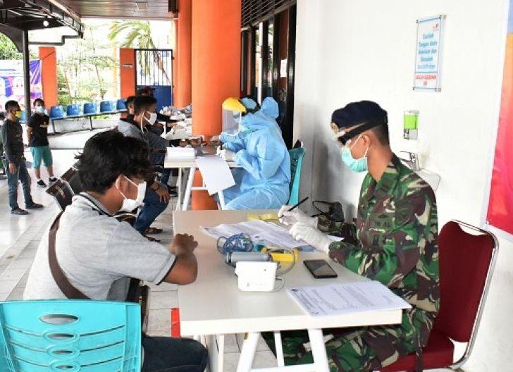 Photo of Dinas KesehatanLantamal XIILaksanakan Medical Cheek Up Pekerja Migran Indonesia di Pelabuhan DwikoraPontianak