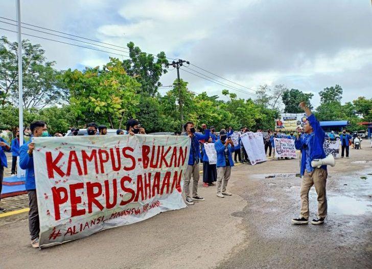 Photo of Demo Mahasiswa IKIP PGRI Tuntut Penurunan Biaya Kuliah