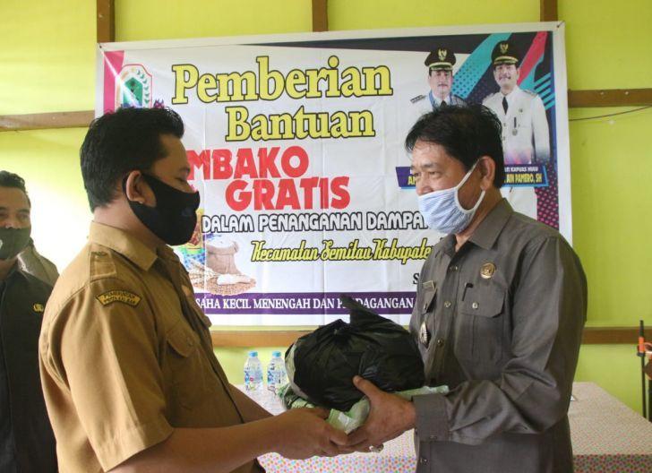 Photo of Pemkab Kapuas Hulu Salurkan Sembako untukWarga Terdampak Covid-19