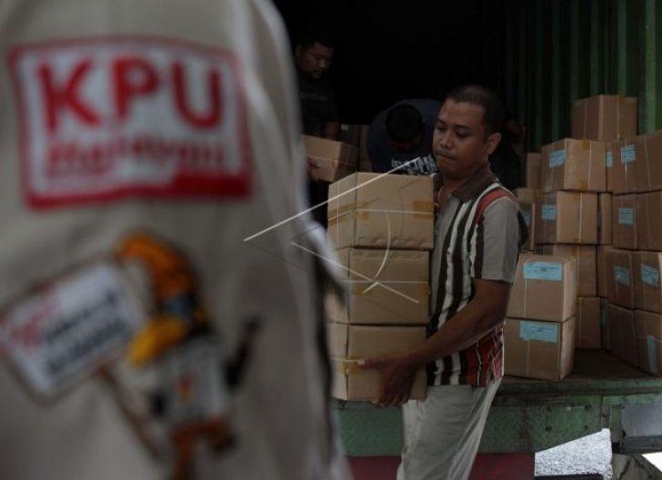 Photo of Bawaslu Salurkan APD ke Pengawas Terapkan Protokol Kesehatan di Tengah Pandemi Covid-19