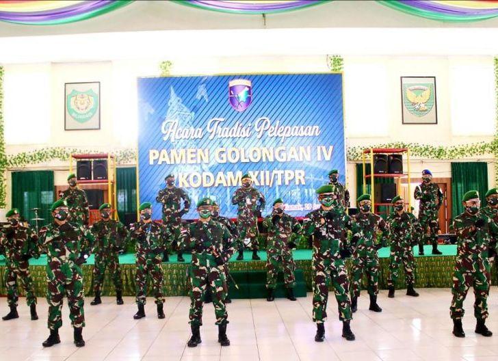 Photo of Pangdam Kukuhkan 28 Pamen Gol IV jadi Warga Baru Kodam XII/Tpr