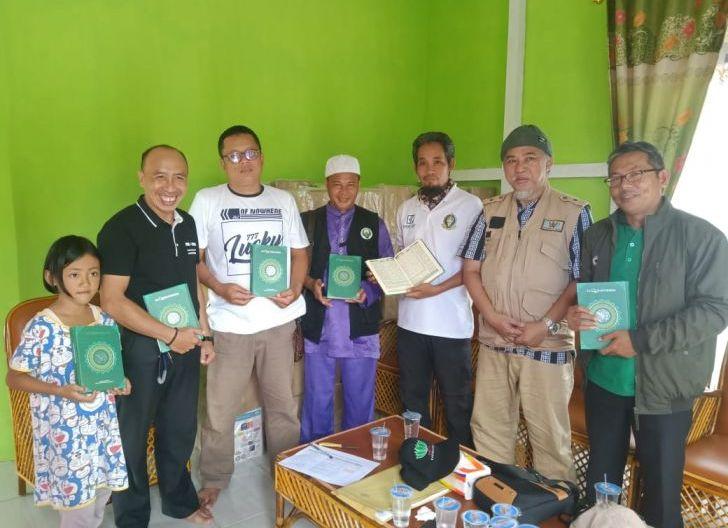 Photo of Kahmi Kapuas Hulu Salurkan 1500 Wakaf Al-Quran