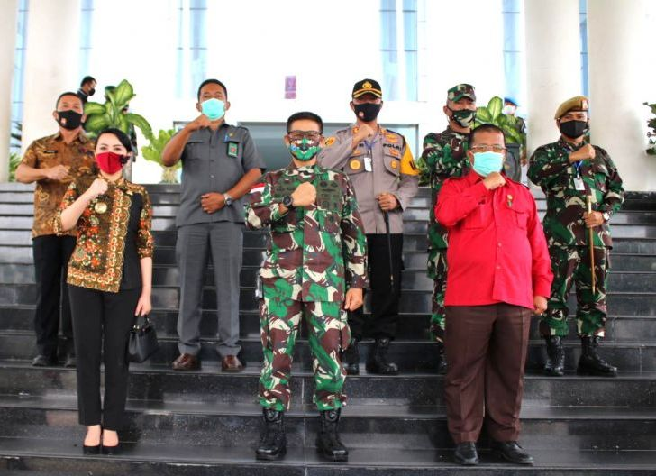 Photo of Perkuat Sinergitas, Pangdam XII/Tpr Silaturahmi dengan Forkopimda Landak