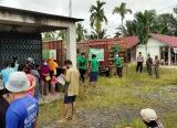 Photo of Upaya Babinsa Sungai Kelambu Atasi Kelangkaan LPG 3 Kg