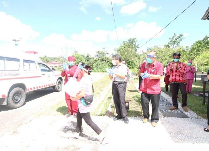 Photo of Satu Pasien Covid-19 di Landak Sembuh, Karolin Imbau Warga Terus Terapkan Pola Hidup Sehat