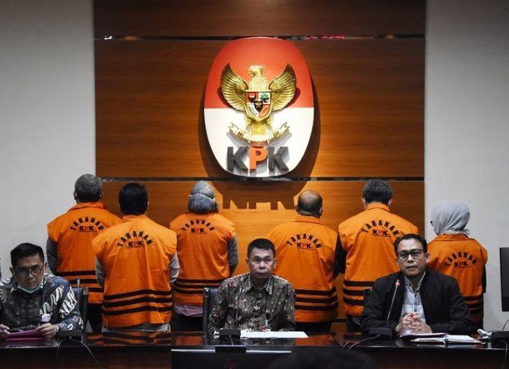 Photo of OTT Bupati Kutai Timur Terkait Suap Infrastruktur Senilai Miliaran Rupiah