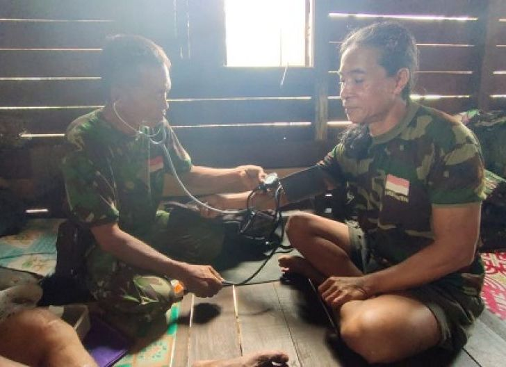 Photo of Layanan Terbaik Tim Kesehatan TMMD ke-108 Kodim 1203/Ktp, Diapresiasi Warga Desa Beringin Rayo