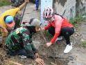 Akar Pohon Sumbat Drainase,Wali Kota Pantau dan Ikut Bersihkan Sampah
