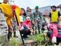 Wali Kota Singkawang Kerja Bakti Bersihkan Parit yang Tersumbat