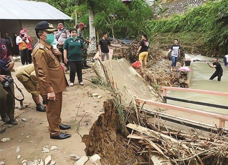Photo of Sanggau-Melawi Diterjang Banjir Bandang
