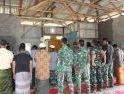 Praka M Ali Pimpin Anggota Satgas Laksanakan Salat Berjemaah dengan Lantunan Merdu Saat Mengumandangkan Azan