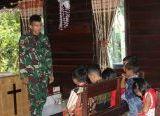 Photo of Personel Satgas TMMD Reguler Ke-108, Mengajar Sekolah Minggu di Gereja