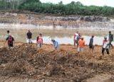 Photo of Hujan jadi Tantangan Pembangunan Pos Terpadu TMMD Reguler ke-108 Kodim 1014/Pbn