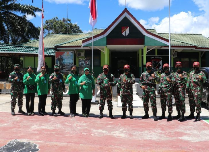Photo of Danrem 121/Abw Kunjungi Pos Kotis Satgas Pamtas Yonif  Raider 641/Beruang