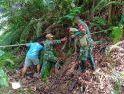 Babinsa dan Warga Nekan Gotong Royong Perbaiki Pipa Air Bersih