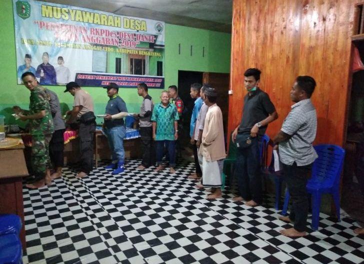 Photo of Kades Desa Danti Undang Satgas TMMD dalam Acara Ramah Tamah Bersama Warga