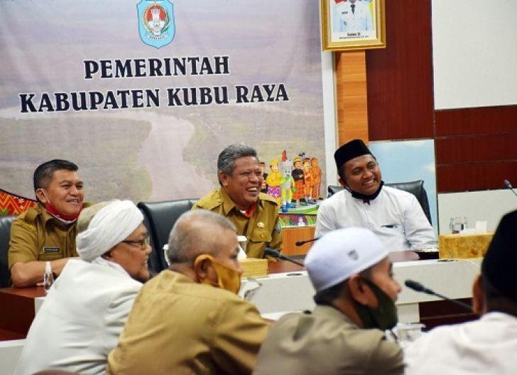 Photo of Bakal Keluarkan Perbup, Pemkab Komitmen Perkuat Pesantren