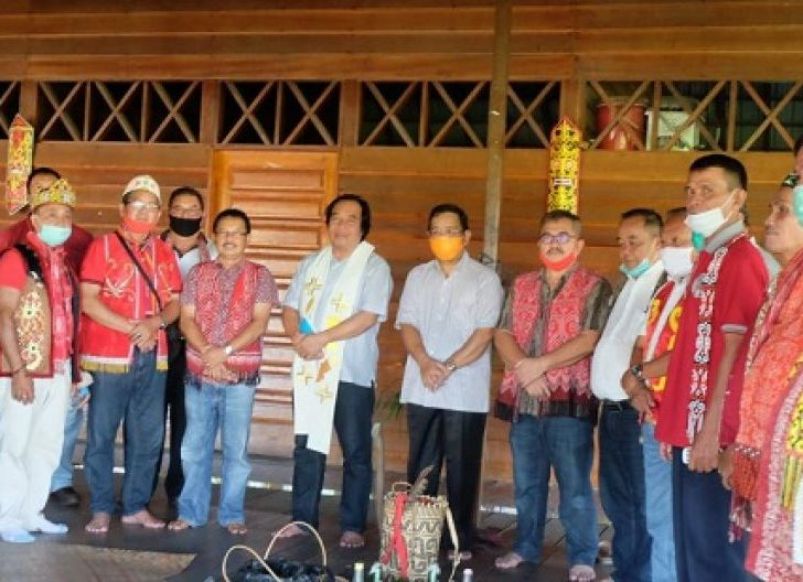 Photo of Bupati dan Wakil Bupati Hadiri Acara di Rumah Betang Sekadau, Ritual Adat Pengganti Gawai Nyapat Tahun