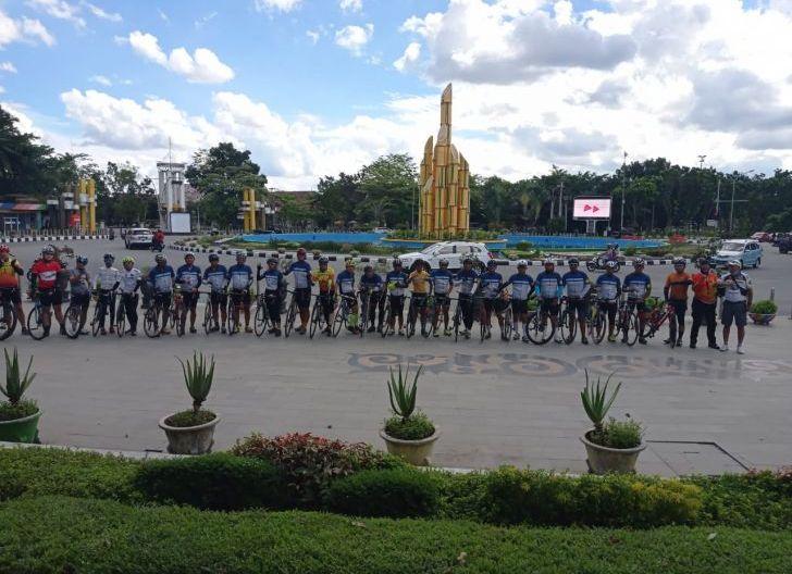 Photo of Kampanyekan Bersepeda, KSK Ketapang Sukses Gelar Gowes Ketapang-Pontianak