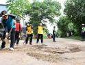 Bupati Citra dan Forkopimda Turun Gotong-Royong Perbaiki Jalan Provinsi yang Rusak