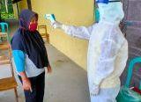 Photo of Hasil Rapid Test Reaktif, 23 Warga Sungai Bemban Diisolasi di Gedung Sekolah
