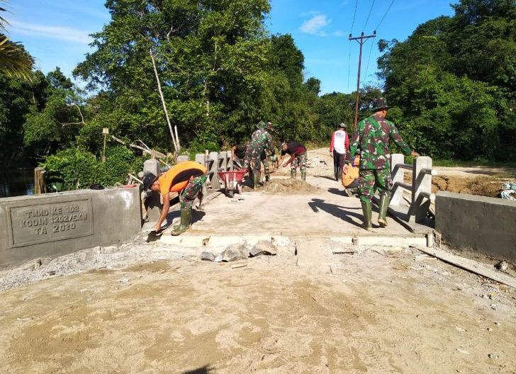 Photo of Jembatan Ukuran 4mx8m Di Desa Danti, Selesai Dikerjakan Oleh Satgas TMMD dan Masyarakat