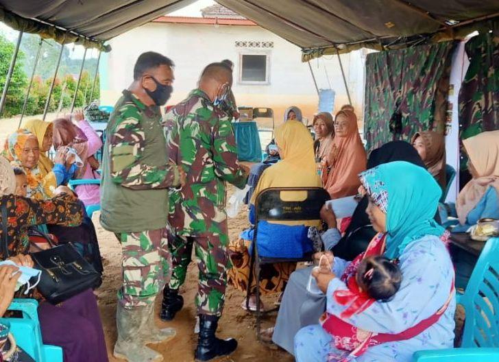 Photo of Satgas TMMD ke 108 Membagikan Masker Kepada Masyarakat