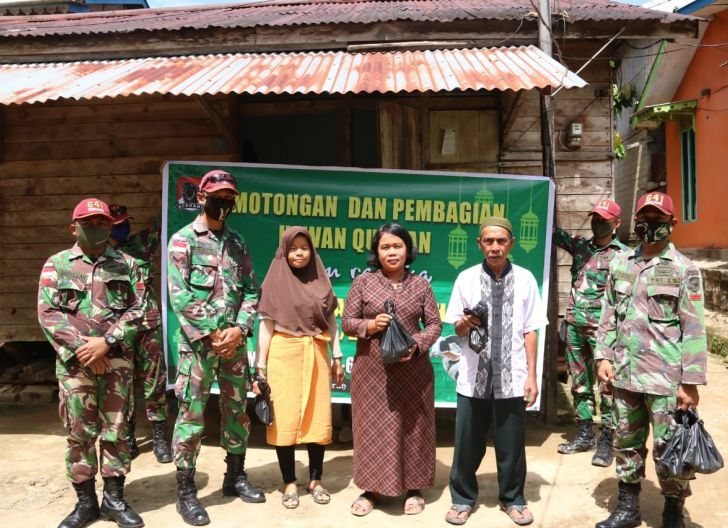 Photo of Satgas Pamtas 641/Bru, Bagikan Daging Kurban ke Masyarakat Perbatasan