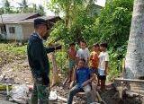 Photo of Anak-Anak Desa Kembali Mendapat Perhatian Babinsa Usai TMMD Reguler Ke-108 Kodim 1203/Ktp
