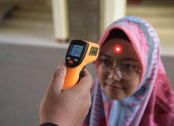 Photo of Dinkes Cek Suhu Tubuh Peserta Seleksi Beasiswa Prodi Pendidikan Dokter Universitas Tanjungpura