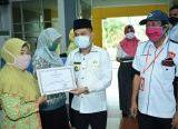 Photo of Bupati Serahkan 200 Persil SHM untuk Warga Transmigran di Sebunga