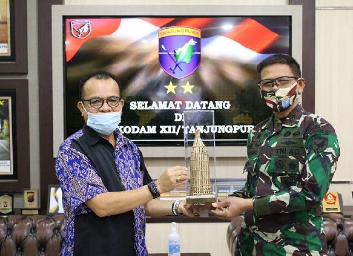 Photo of Majukan Kalbar, Pangdam XII/Tpr Terima Pengurus Puskhat