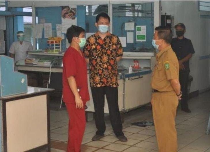 Photo of Plt. Kadinkes Bengkayang Supervisi Kesiapan Pembukaan Kembali Pelayanan RSU Bethesda Serukam
