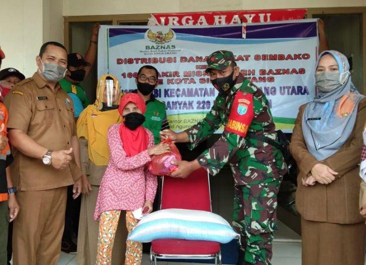 Photo of Babinsa Koramil 08/Sdu Laksanakan Pendampingan Pemberian Zakat Tahap 1 Tahun 2020