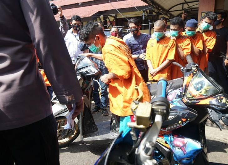 Photo of Polisi Gerebek Rumah Penampungan Sepeda Motor Curian