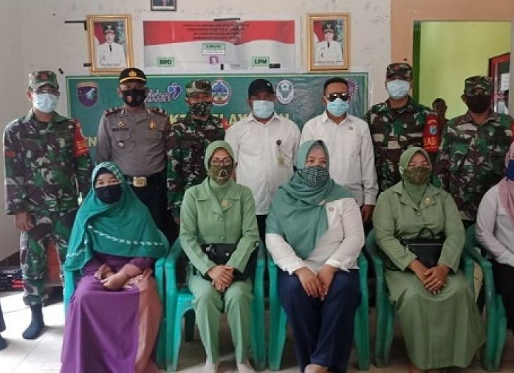 Photo of Koramil Teluk Batang Gelar TNI Manunggal KB-Kesehatan