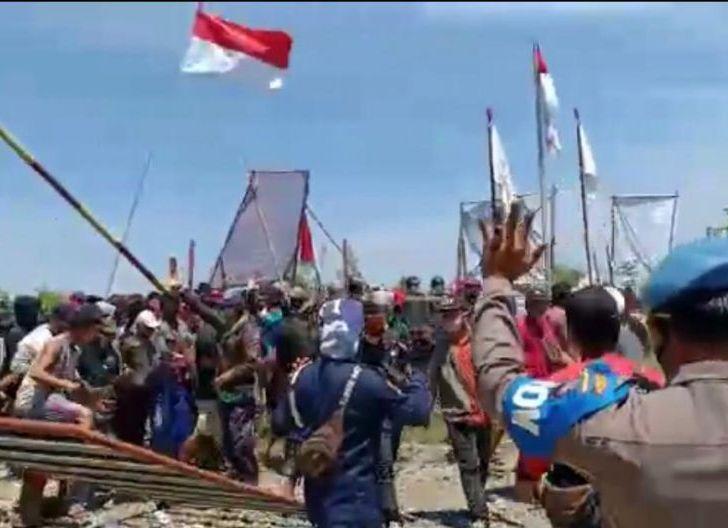Photo of Ribuan Masyarakat Mengamuk di PT. SRM, Rusak Sejumlah Bangunan dan Pukuli TKA